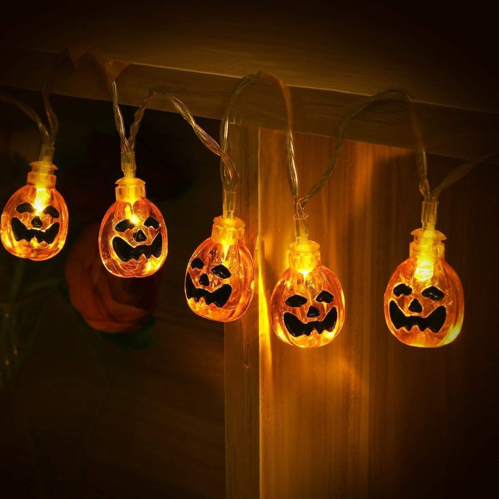 Halloween Decorations Ideas for A Backyard Haunted House